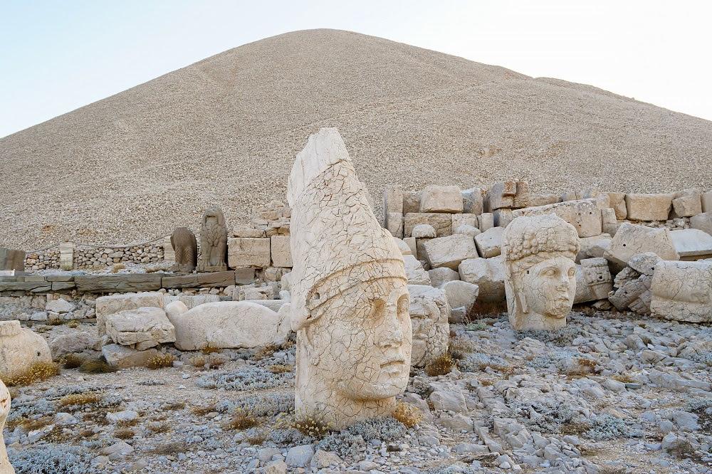 Месопотамия - мистериите на изтока и планината Немрут