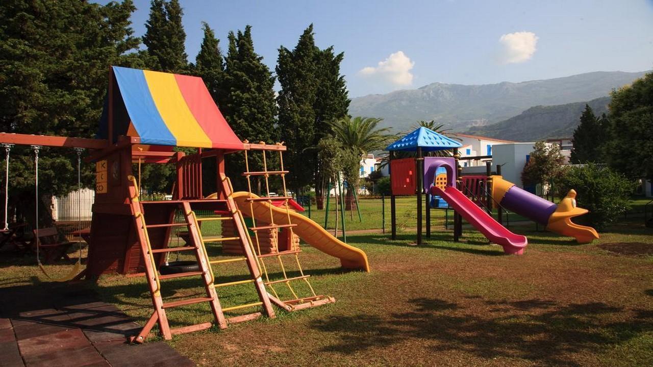 Slovenska Plaza 4* - Почивка в Черна гора с чартър от София