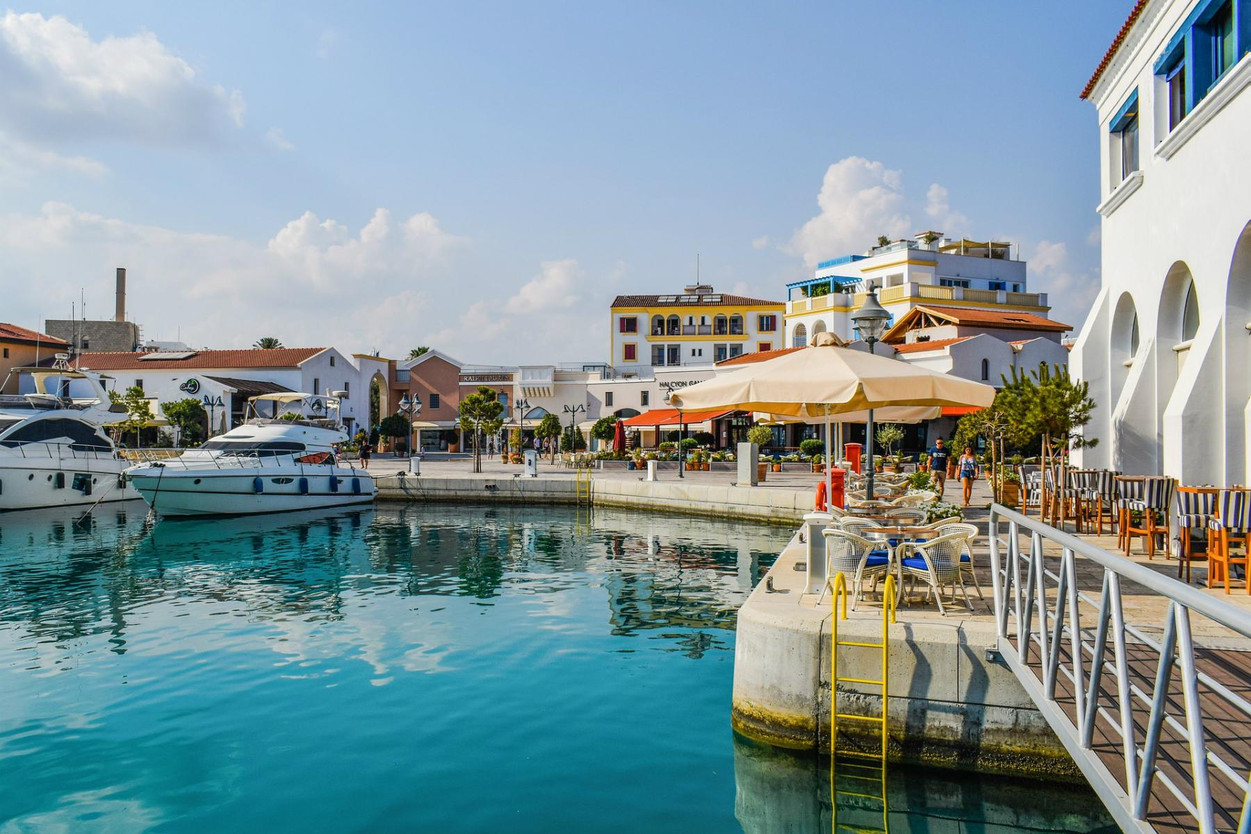 Уикенд в Кипър – със самолет