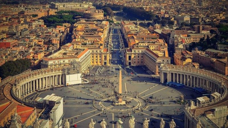 ИТАЛИЯ - вечният град Рим и лазурното крайбрежие на Неаполитанския залив