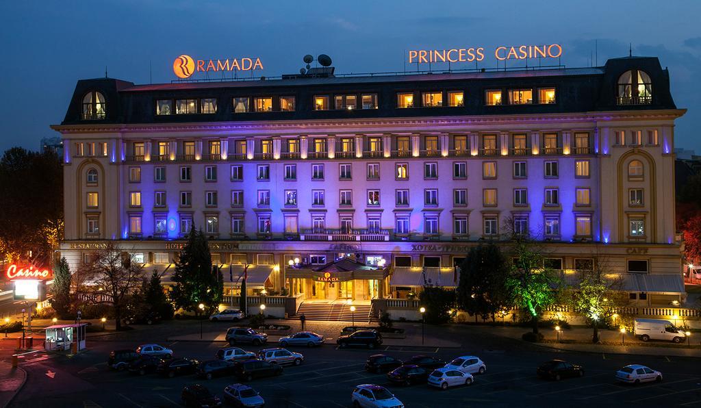8-ми март с масаж в хотел Рамада Пловдив Тримонциум 4*