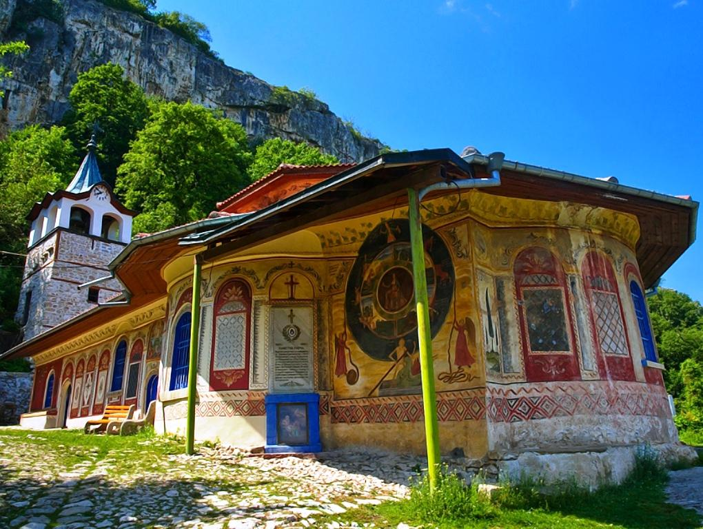 Хотнишки Водопад и Преображенски Манастир - еднодневна екскурзия!