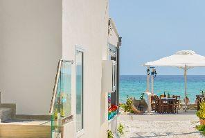 Почивка на брега на морето на остров Тасос