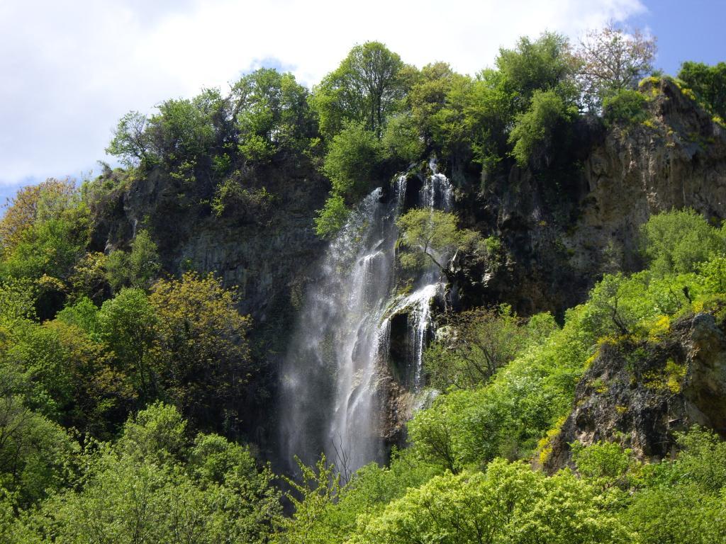 Risultati immagini per скакавишки водопад