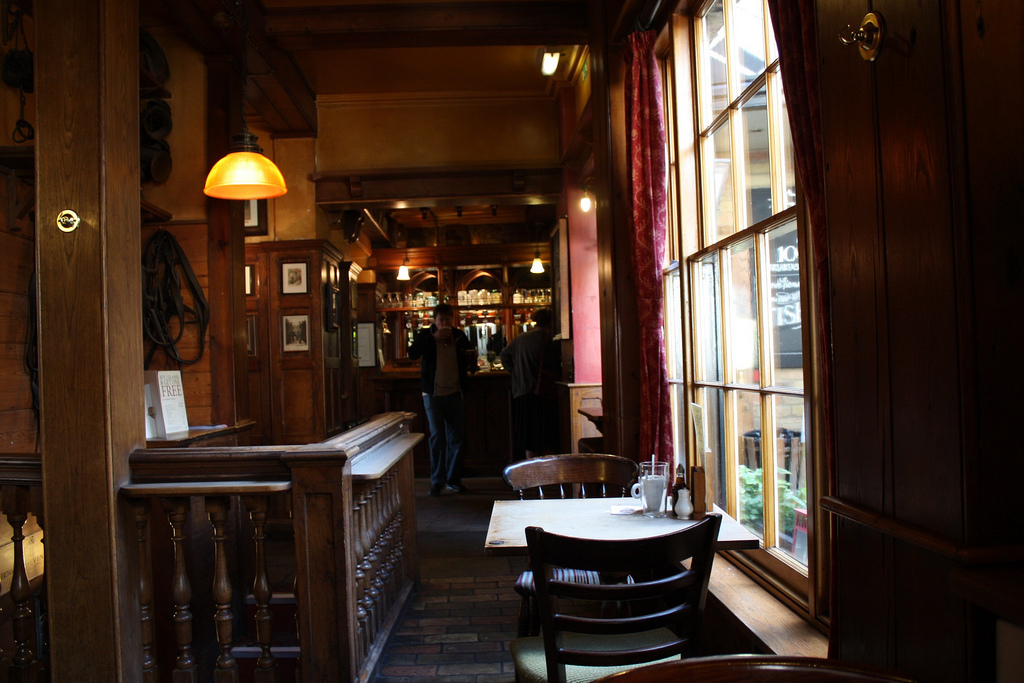 Открий тайната на живота в бар Орел в Кеймбридж