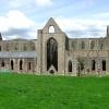 Абатството Тинтерн - любимите руини на Уърдсуърт от ХІІ в.