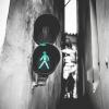 Най-тясната улица в Прага си има и светофар