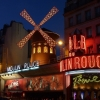 Мулен Руж в Париж - кратка история на кабарето емблема